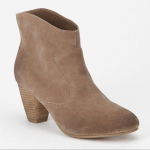 Urban Outfitters Ecote Alexandra Suede Ankle Boot